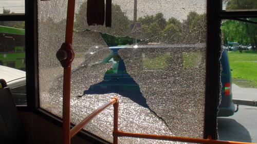 Сегодня на улице Славинского произошло столкновение автобуса и грузовика