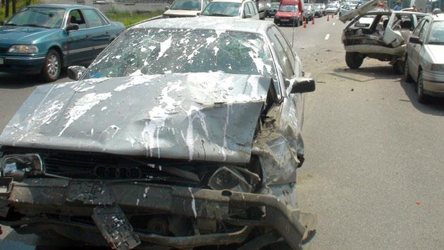 Серьезная авария на МКАД: участник пошел поправлять знак и попал под машину