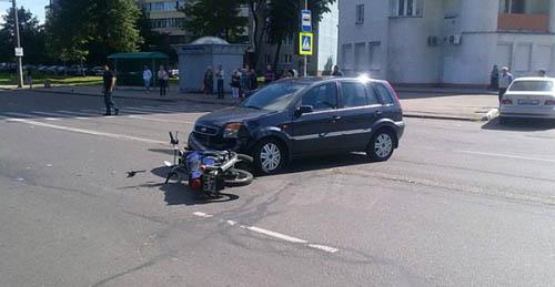 В Минске водитель, разворачиваясь, сбил мотоциклиста