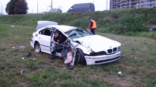 BMW вылетел в кювет на въезде в столицу
