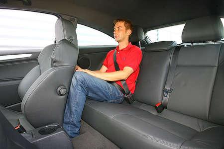 Задние сиденья в Opel GTC