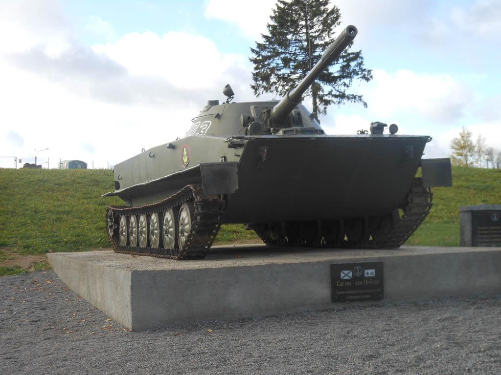 ПТ-76 на постаменте