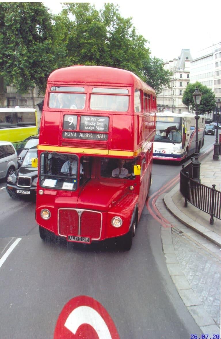 Автобус Leyland в Лондоне