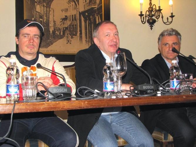 """Пресс конференция прошла с участием гендиректора """"Газпромнефть СМ"""" Трухана А.М. и гонщика Б. Гадасина"""