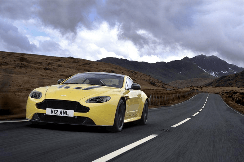 Aston Martin сделал суперкар V12 Vantage еще мощнее