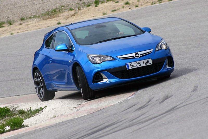 Сравнительный тест автомобилей Opel Astra OPC и Ford Focus