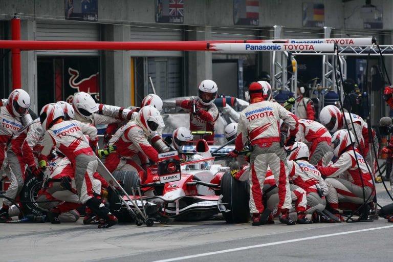 Pirelli хочет изменить в F1 правила проведения пит - стопов