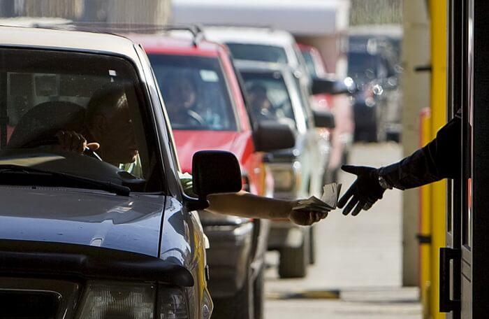 Автомобилисты собирают подписи против введения госпошлины