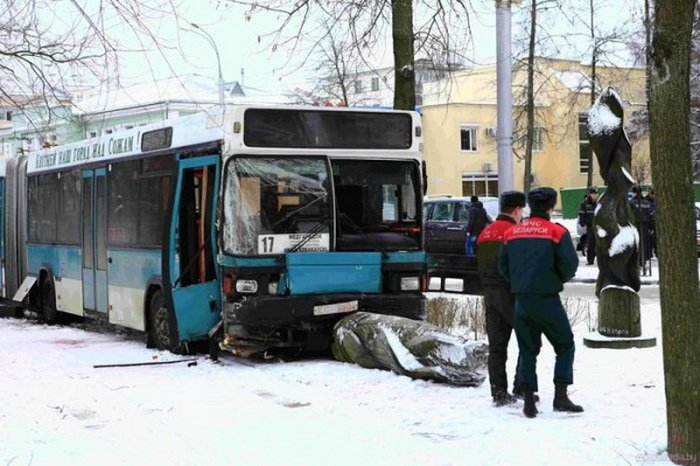 В центре Гомеля автобус выехал на пешеходную зону