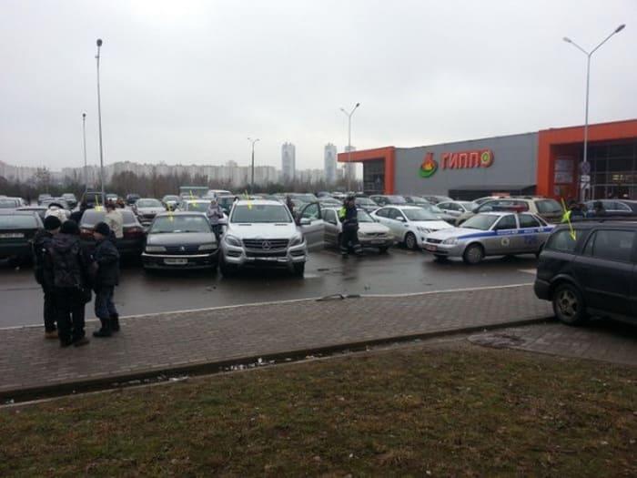 Женщина на Мерседесе разбила пять машин в Уручье