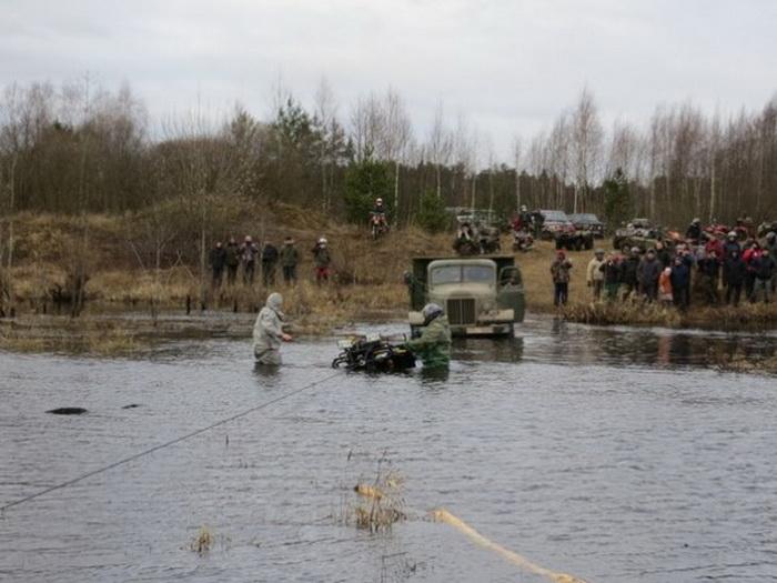 Под деревней Любуш прошел зимне-грязевый мотопробег