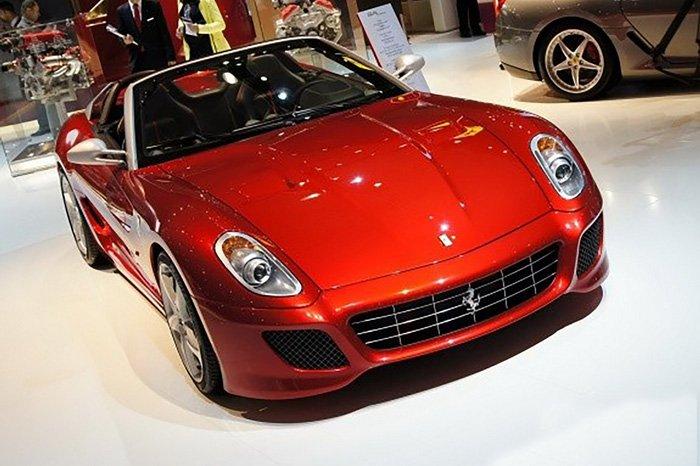 201111220808_ferrari_599_sa_aperta_front_view