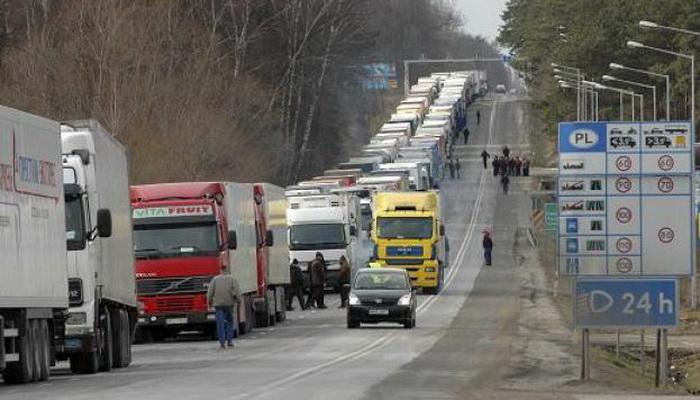 С 1 января в автодорожных пунктах пропуска прекращается выдача разрешений белорусским перевозчикам