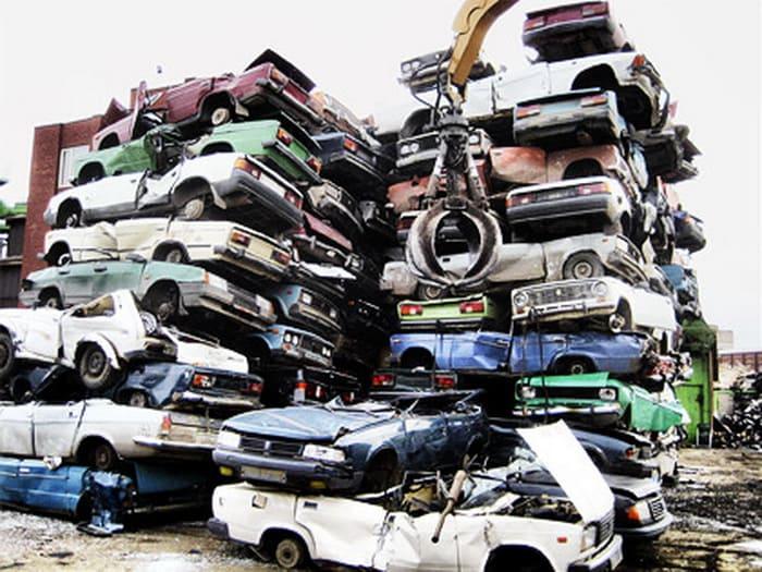 Власти Минска требуют убрать автохлам из дворов города