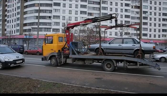 В столице вывозят автохлам