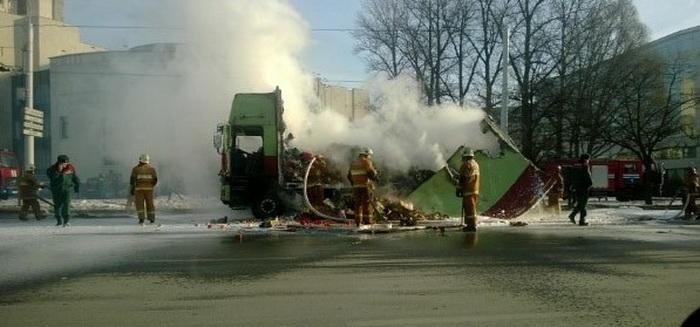 На ул. Богушевича в Минске сгорел грузовик с фруктами