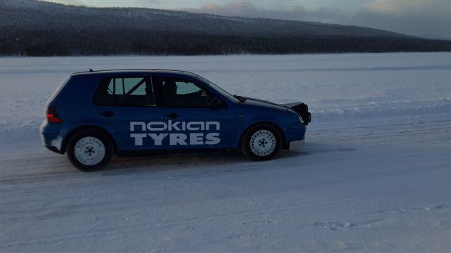 """тест шин Nokian Hakkapelitta 8 проходил и на раллийном """"гольфе"""""""