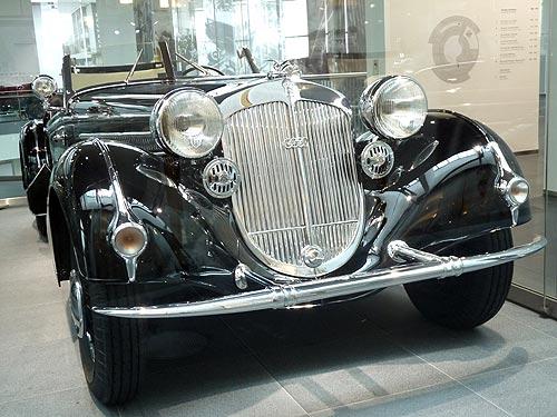 раритетный автомобиль Януковича