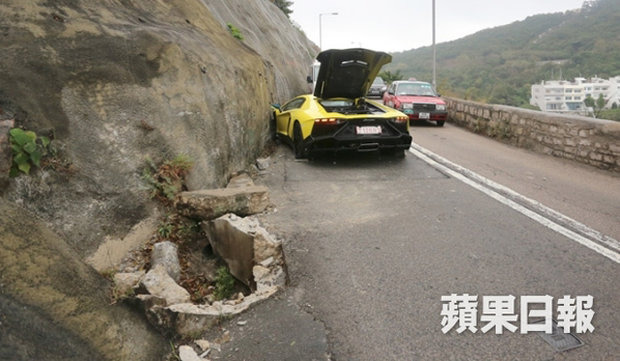 Lamborghini Aventador попал в ДТП