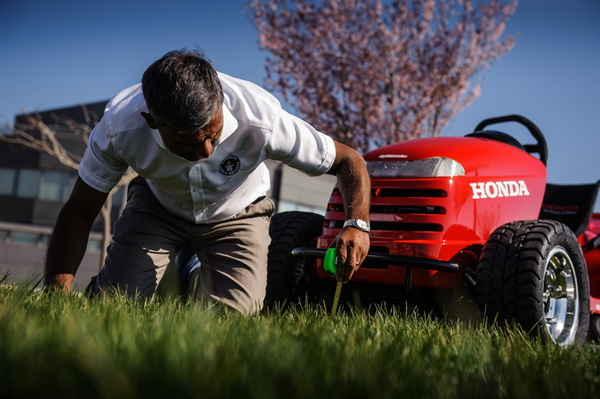 Самая быстрая в мире газонокосилка