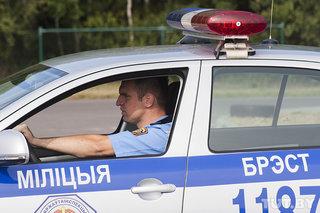 В Бресте женщина-водитель разбила видеорегистратор в машине ГАИ
