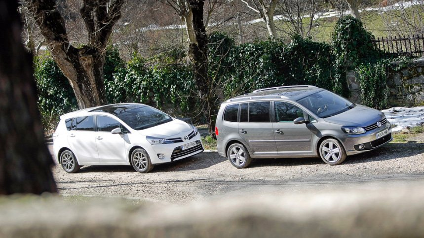 Сравнительный тест автомобилей Toyota Verso и Volkswagen Touran