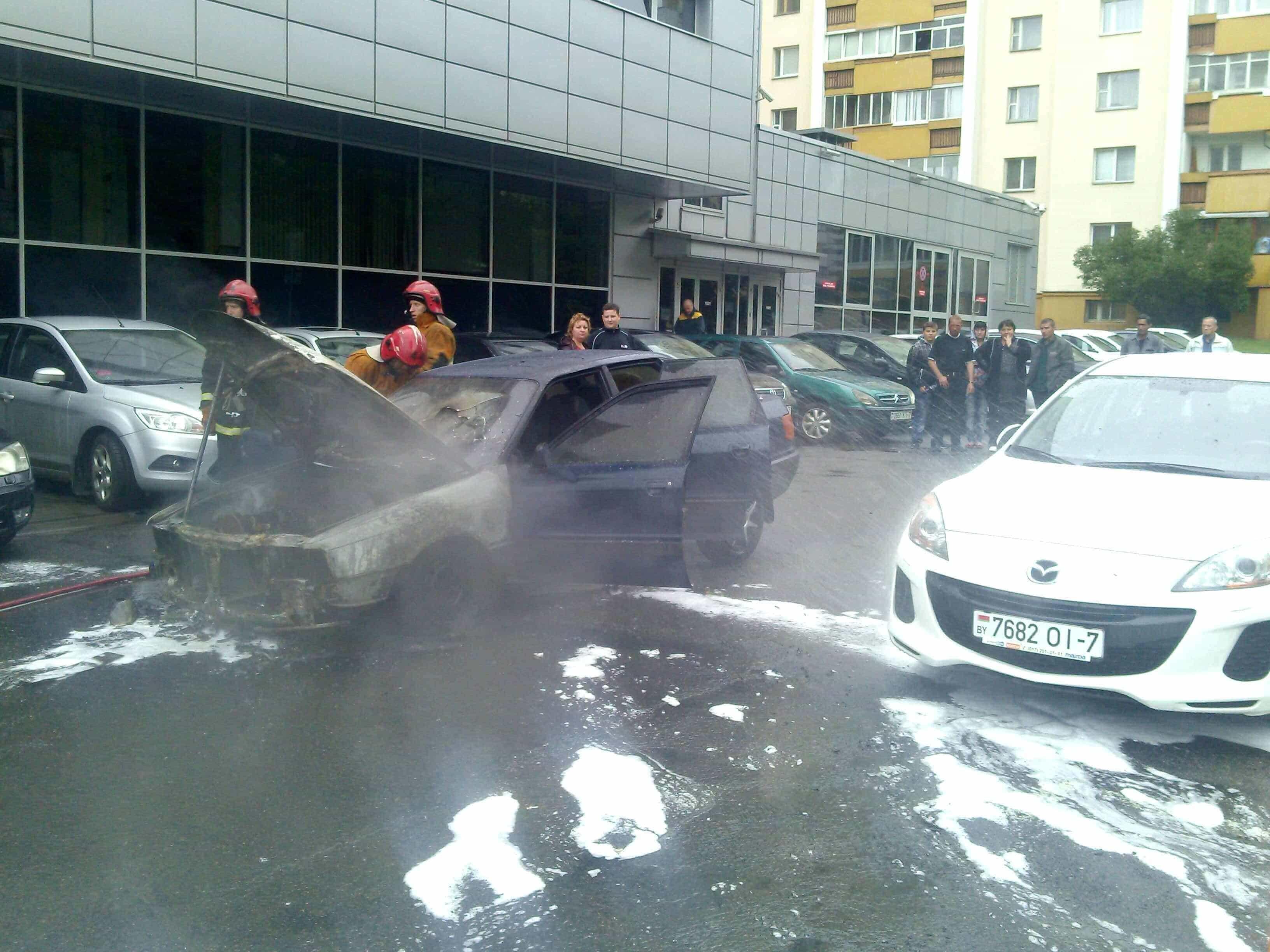 загорелся автомобиль в Минске