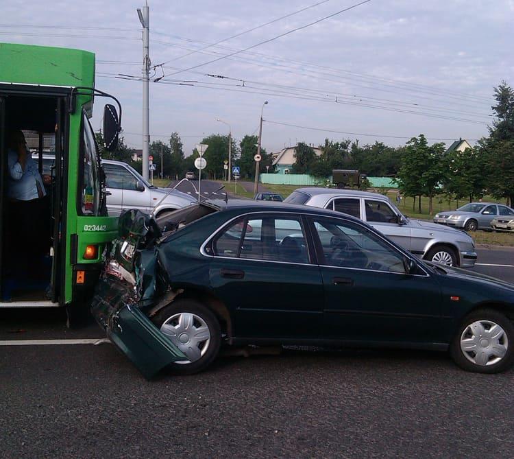 автобус врезался в ровер