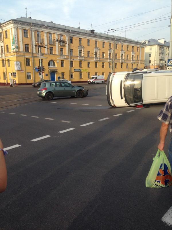 VW, перевернулся, Рено, удар, встречка, не уступил