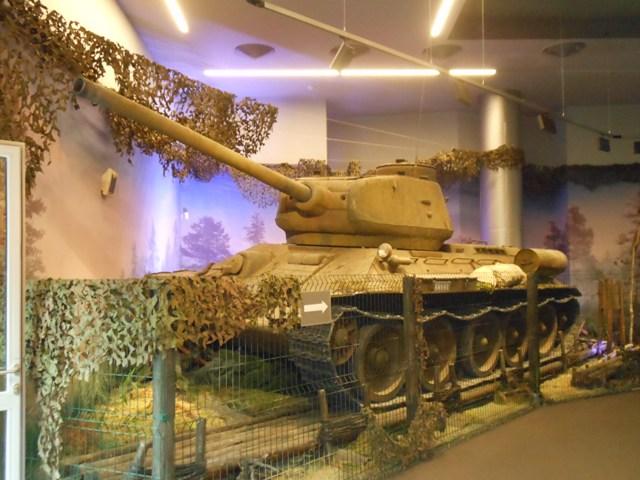 Танк-Т-34-85