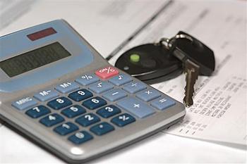 калькулятор и ключи от автомобиля