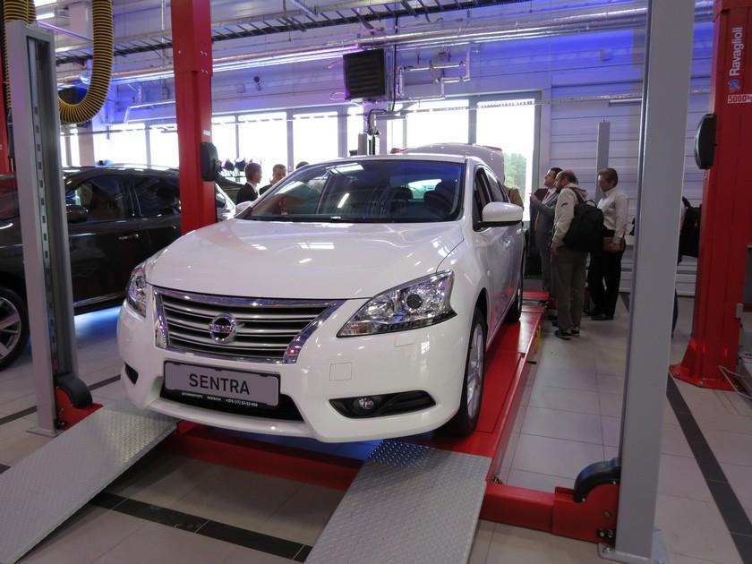 автомобиль Nissan Sentra