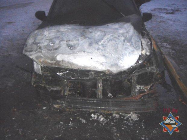 МЧС, горящий автомобиль, без сознания