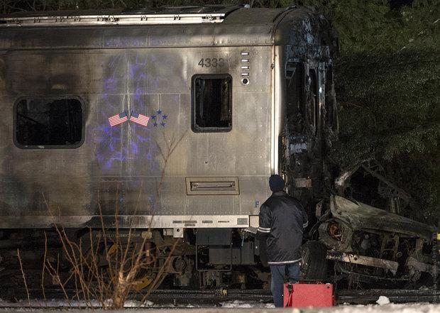 поезд снес авто, катастрофа в Нью-Йорке