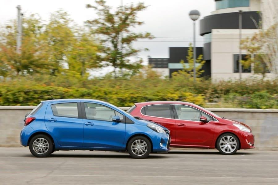 Peugeot 208 и Toyota Yaris: французский гламур против японской надежности
