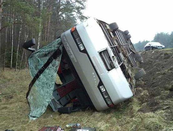 На трассе М1 перевернулся рейсовый автобус с пассажирами
