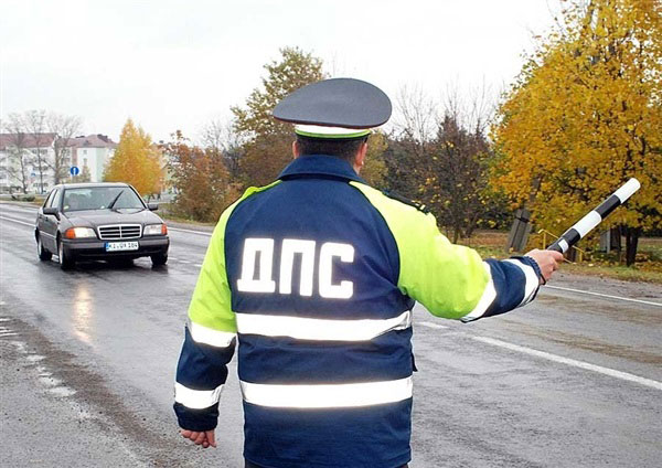 Жительница Украины устроила инспекторам ГАИ дебош