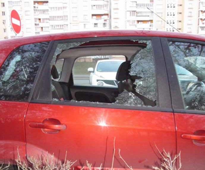 В Минске на глазах свидетелей грабитель пытался обокрасть автомобиль