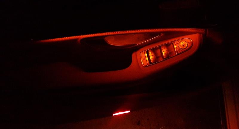 Подсветка на двери Мерседес С-класса