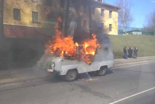 В Минске сгорел УАЗ, а в Колодищах – микроавтобус