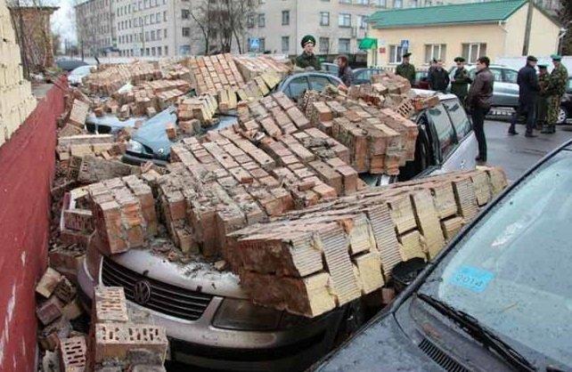 Сильные порывы ветра причинили много ущерба в Беларуси 13 апреля