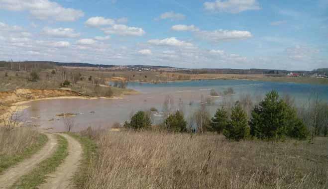 В озере недалеко от Заславля утонули два погрузчика, экскаватор и мусоровоз
