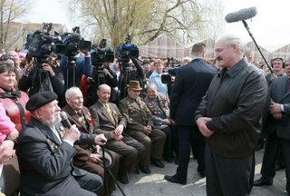 Президент Беларуси пообещал отменить для ветеранов транспортный налог