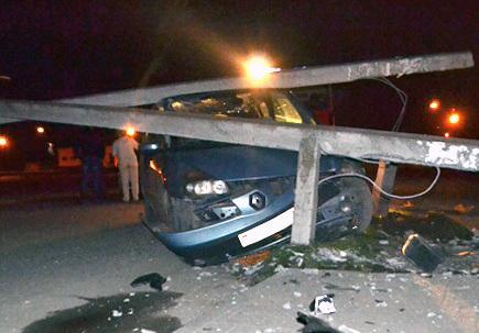 Пьяный водитель дважды пытался скрыться с места ДТП, где снес столб