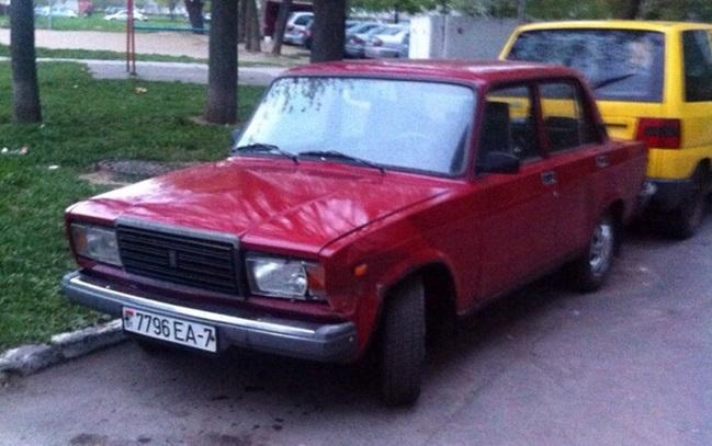 Нетрезвый водитель на «Жигули» повредил припаркованный «Ситроен»