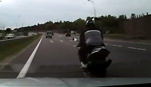 Столичная погоня: мотоциклист-«бесправник» пытался скрыться от ГАИ