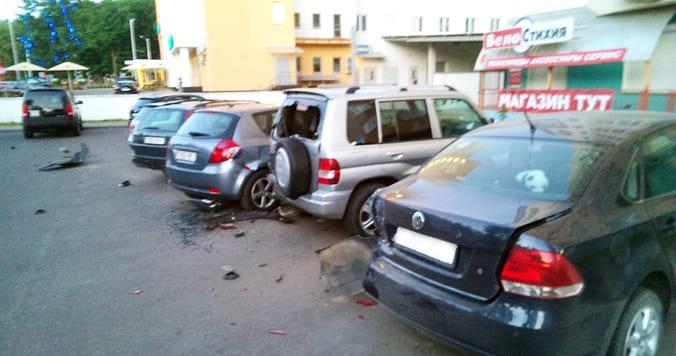 В столице пьяный водитель повредил 6 машин