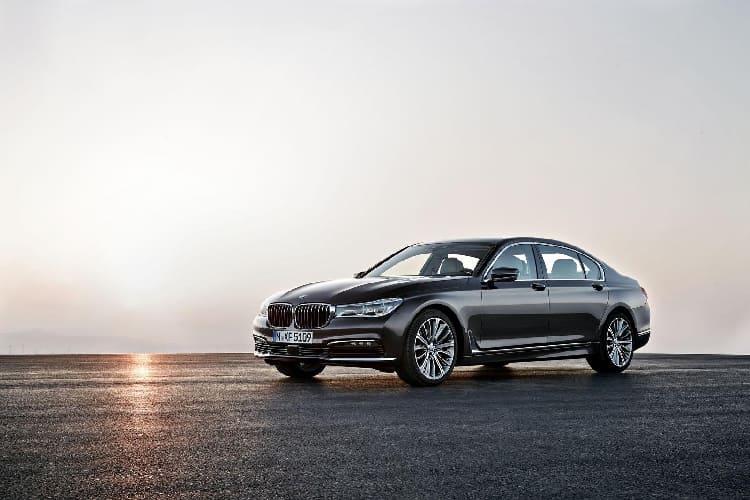 Новый BMW-7 примерил карбон-алюминиевый кузов