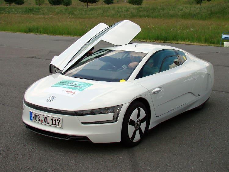 Гибридный ситикар Volkswagen XL1 с компонентами от Bosch потребляет 1 литр дизтоплива на 100 км