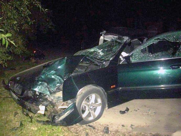 В Лиде ночью BMW 5-Series въехал в дерево